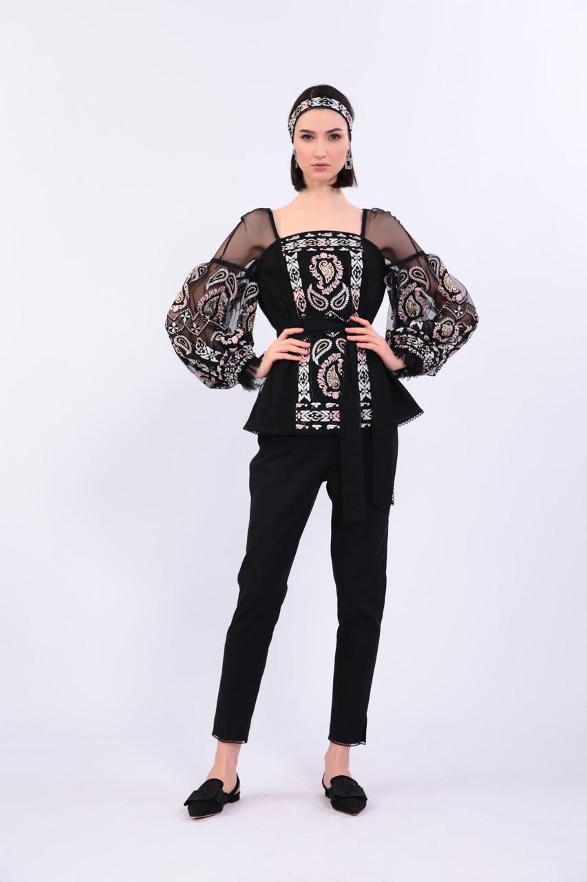 Оригинальная блузка на подкладке из 100% хлопка, с красивой этнической вышивкой.